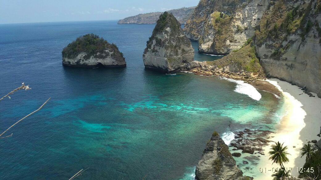 atuh beach cliff